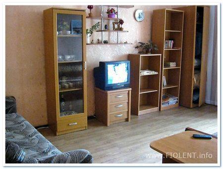 Севастополь, квартира Алены. Комната.